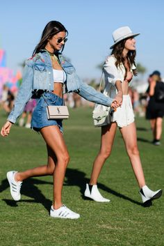 Simple but so chic outfit at Coachella festival 2017