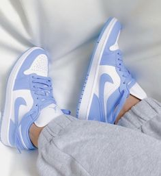 All Nike Shoes, Hype Shoes, White Nike Shoes, Nike Shoes Outfits, Jordan Shoes Girls, Girls Shoes, Sneakers For Girls, Souliers Nike, Cute Sneakers