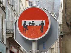 Street art makes me happy. Street Art in Poitiers, France. Street Art Utopia, Street Art Graffiti, 3d Street Art, Banksy, Best Street Art, Amazing Street Art, Urbane Kunst, Photo D Art, Street Signs