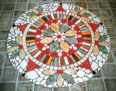 Tiny House And Small Space Living by aurelia Mosaic Flower Pots, Mosaic Pots, Mosaic Garden, Mosaic Glass, Mosaic Tiles, Mosaic Crafts, Mosaic Projects, Mosaic Patio Table, Free Mosaic Patterns