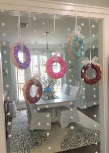 Tired of the same old Christmas themes? Let It Snow – DONUT Christmas Party (Part Planning Stage) by thetarnishedjewel. You are in the right place about Balloon Decorations a Donut Birthday Parties, Donut Party, Birthday Party Themes, Birthday Ideas, Donut Decorations, Balloon Decorations, Quince Decorations, Birthday Party Centerpieces, Candy Centerpieces
