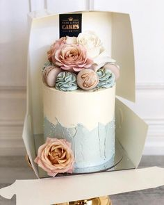 Buttercream single tier cake fresh floral macarons dusty rose Buttercream single tier cake fresh floral macarons dusty rose This image. Gorgeous Cakes, Pretty Cakes, Amazing Cakes, Cupcakes, Cupcake Cakes, Mini Cakes, Sandwich Torte, Single Tier Cake, One Tier Cake