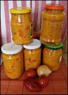 Zeleninu si očistíme a nakrájíme na kolečka nebo jak jsme zvyklí, rajčata je možno oloupat, dáme do hrnce olej a vsypeme cibuli a papriky,...