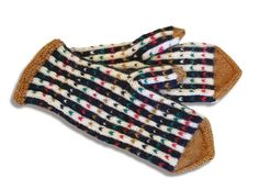 The Finnish ET magazine publishes Finnish county mitts with patterns related to… Fingerless Mittens, Knit Mittens, Mitten Gloves, Scandinavian Pattern, Yarn Inspiration, Wrist Warmers, Handicraft, Tatting, Knit Crochet