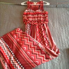 Perfect Summer Maxi Perfect summer colors and pattern! Very comfy! Wore a few times, excellent condition! Derek Heart Dresses Maxi