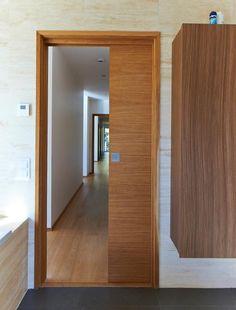 Sandö, slät skjutdörr i ek. Bovalls Dörrbyggeri bygger Exklusiva innerdörrar i Miljömärkta träslag sedan 1943.