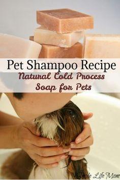Natural Pet Shampoo – Cold Process Soap Recipe All natural and healthy shampoo for pets. Recipe for a natural pet shampoo – soap with cold process. Soap Making Recipes, Homemade Soap Recipes, Homemade Soap Bars, Healthy Shampoo, Lye Soap, Soap Molds, Castile Soap, Glycerin Soap, Pet Shampoo