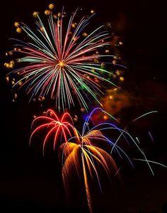 of July Fireworks at La Costa, Carlsbad, California -- by Steve Skinner, via… How To Make Fireworks, Fireworks Art, 4th Of July Fireworks, Fourth Of July, Firework Colors, Firework Painting, Fireworks Pictures, Fireworks Photography, City Photography