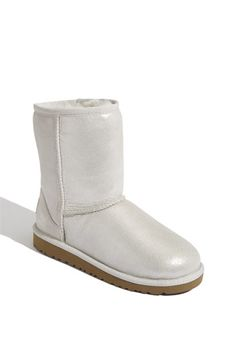 White uggs! I have these!!