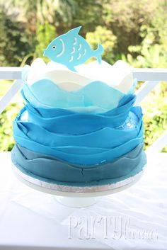 I like the water effect on the cake, but I *DO NOT* like the cracks in the fondant.  REALLY?  Jeesh