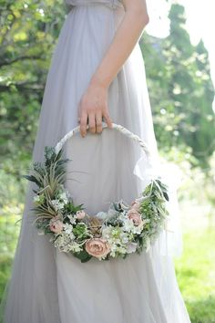 Stunning idea for bridesmaid flowers!