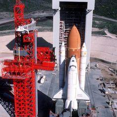 187 отметок «Нравится», 2 комментариев — Mackenzie Finocchiaro (@astro.kenzie) в Instagram: «The space shuttle Enterprise sitting at the launch pad at Vandenberg Air Force Base un California.…»