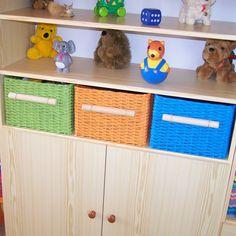 pletení z papíru postupy - Hledat Googlem Newspaper Art, Toy Chest, Storage Chest, Hand Weaving, Art Deco, Basket, Suitcases, Projects, Decorations