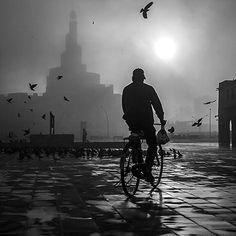 Foggy morning #leica #M #35mm #blackandwhite #streetphoto_bw #streetphotography #shadow #summicron35 #photooftheday #igmaster #instgramhub #bw #2016 #bnw #bnw_society #bnw_globe #bnwmood #photoblipoint #souk #qatar #loveqatar #waqif