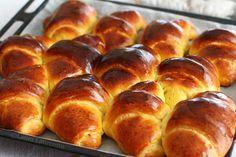 tava cu cornuri cu magiun Romanian Desserts, Romanian Food, Romanian Recipes, Pastry And Bakery, Bread And Pastries, Bread Recipes, Cookie Recipes, Dessert Recipes, Cooking Bread