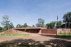 Roeoesli Maeder Architekten has created an embassy in Nairobi, Kenya, as an extension of the dyed-concrete boundary wall that surrounds the compound. Amazing Architecture, Landscape Architecture, Cities In Africa, Boundary Walls, Cool Landscapes, Best Location, Best Interior, Continents, Gazebo