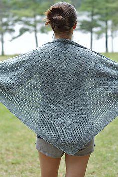 Flot, stort sjal til at svøbe sig i. Det er strikket i blød uld med lidt silke. Der er både diagrammer og tekstinstruktioner. Mønstret er ikke svært. Pinde 4½. Læs mere ...