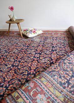 Tof groot handgeknoopt Perzisch tapijt. Vintage/sleets kleed | Kleden en dekens | Flat Sheep
