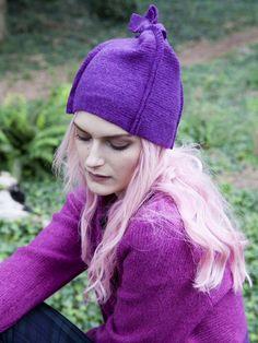 Square seamed hat in purple merino