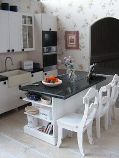 Mini daydreams: The new old kitchen / New Old Kitchen
