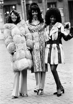 vintage everyday: Wonderful Vintage Photos Show English-African Beauties on Lond. - vintage everyday: Wonderful Vintage Photos Show English-African Beauties on London's Streets in t - 70s Black Fashion, 1960s Fashion, Vintage Fashion, Fashion Women, Disco Fashion, Fashion Images, London Fashion, Fall Fashion, High Fashion