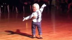 Steals Spotlight At Gala, Takes Over Dance Floor With Cutest Paso Doble Ever. Massage Dos, Facial Massage, Jailhouse Rock, Happy Soul, Two Year Olds, Leiden, Dance Moves, Funny Clips, Old Boys
