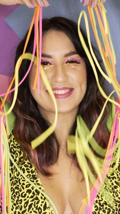 #CarnaStarving: tutorial de make neon com glitter para o carnaval! Make You Up, How To Make Hair, Makeup Tips, Hair Makeup, Carnival Makeup, Types Of Makeup, Make Beauty, Make Art, Hair And Nails