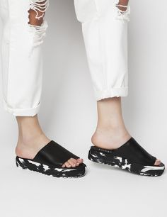 Mila Black Flatforms S/S 2015 #Fred #keepfred #shoes #collection #leather #fashion #style #new #women #trends #flatforms #black #sandals #white Leather Fashion, Black Sandals, Trends, Shoes, Collection, Women, Style, Black Flat Sandals, Swag