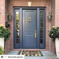 How many ways can you style a Therma-Tru entry? Browse our inspira… How many ways can you style a Therma-Tru entry? Browse our inspiration photo gallery for great ideas. Entry Door With Sidelights, Front Door Entrance, House Front Door, House Doors, House Entrance, Door Entryway, Entrance Ideas, Main Door Design, Front Door Design