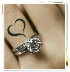 Uma dica para o dia dos namorados, façam os dois no dedo a metade de um coração ♥ em cada um de firma Unidos as mãos dos dois forma um coração ♥... Ficará uma linda prova de amor