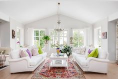 Beautiful traditional style white living room decor with white english roll arm sofas, traditional style decor Eclectic Living Room, Living Room White, Living Room Sofa, Living Rooms, Living Room Decor, Armchairs, Sofas, Deco Interiors, Living Room