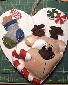 Christmas Art, Christmas Wreaths, Xmas, Felt Patterns, Sewing Patterns, Garland Hanger, Felt Bunny, Halloween 2019, Felt Crafts