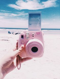 Rosa Polaroid am Strand // ♡ Interesse: Ashshila - Instax & more - Polaroid Instax, Instax Mini Camera, Fujifilm Instax Mini, Pink Polaroid Camera, Mini Polaroid, Beach Aesthetic, Aesthetic Photo, Aesthetic Pictures, Photo Wall Collage