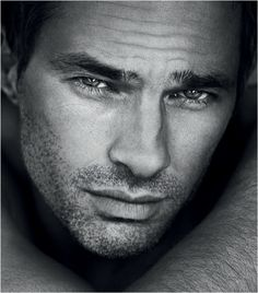 Olivier Martinez... How can you not just drool over him and want to kiss him all over.