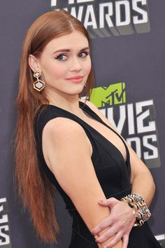 Holland Roden at the 2013 MTV Movie Awards at Sony Studios, Culver City. Lydia Teen Wolf, Teen Wolf Cast, Lydia Martin Hairstyles, Beauty And Fashion, Girl Fashion, Long Layered Hair, Beautiful Actresses, Her Style, Redheads