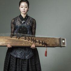 때론 도도하고 시크하게^^ Asian Chic Contemporary Korean Chic. . Black Lace Dang -Eui…