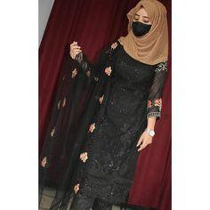 Beautiful Girl Photo, Beautiful Hijab, Girl Hiding Face, Girl Face, Indian Fashion Dresses, Muslim Fashion, Girls Dp Stylish, Profile Picture For Girls, Cute Girl Wallpaper