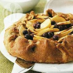 Recipe photo: Spiced apple and blueberry pie