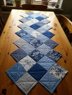 a zig zag table runner made with a charm pack. Pattern … a zig zag table runner made with a charm pack. Table Runner And Placemats, Table Runner Pattern, Quilted Table Runners, Patchwork Table Runner, Patchwork Quilting, Rag Quilt, Quilt Blocks, Patchwork Patterns, Modern Quilting