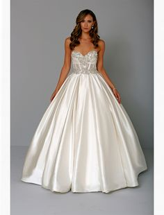 Bridal Gowns: Pnina Tornai Princess/Ball Gown Wedding Dress with Sweetheart Neckline and Natural Waist Waistline