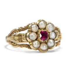 Blume des Herzens - Früh-Viktorianischer Blüten-Ring mit Rubin & Naturperlen in Gold, um 1845 von Hofer Antikschmuck aus Berlin // #hoferantikschmuck #antik #schmuck #antique #jewellery #jewelry