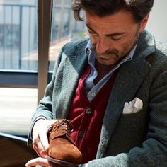 """129 gilla-markeringar, 2 kommentarer - Tommaso Capozzoli (@tommasocapozzoli) på Instagram: """"Autumn is approaching with its rainy days... wear our full brogue cap toe derby in suede with…"""""""