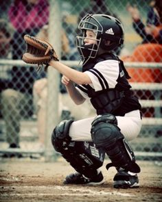 Sports Photo Tips for Sideline Parents - A Dish of Daily Life - Photography - Sport Softball Photography, Sport Photography, Digital Photography, Photography Ideas, Family Photography, Portrait Photography, Wedding Photography, Baseball Team Pictures, Sports Pictures