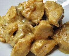 1 κιλό στήθος κοτόπουλου  2 κ.σ γεμάτες μουστάρδα  2 κ.σ μέλι  1/2 κ.γ Μπούκοβο ή ταμπάσκο  1 λεμόνι τον χυμό  Θυμάρι, ρίγανη.  Αλάτι, πιπέρι  Λαδόκολλα  Εκτέλεση  Σε ένα μπωλ ανακατεύουμε την μουστάρδα, το μέλι το θυμάρι, την ρίγανη, το αλάτι, ελάχιστο πιπέρι και το