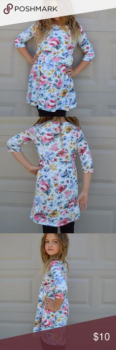 Old Navy Floral Dress Skater dress with beautiful floral print and a 3/4 sleeve. Hits a little above the knee. Nice lightweight dress great for layering and warm weather. Fits size 7-8 Old Navy Dresses Casual