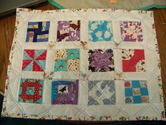 OK, the name might not be the most exciting, but it is descriptive. A small quilt with 12 different blocks and alternating squares. So, here it is: SEW SMALL SAMPLER QUILT x Small Quilts, Mini Quilts, Wedding Dress Quilt, Small Sewing Projects, Doll Quilt, Quilting Projects, Sewing Tutorials, Quilt Patterns, Long Dresses