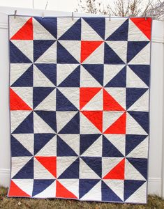 Simple, modern Half Square Triangle quilt design   tutorial by Diary of a Quilter Quilt Baby, Diy Baby Quilting, Baby Quilts Easy, Baby Quilt Patterns, Baby Quilt Tutorials, Quilting Tutorials, Quilting Projects, Quilting Designs, Quilting Ideas
