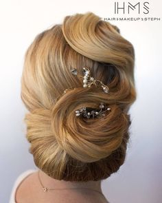 wave into chignon vintage updo Wavy Wedding Hair, Vintage Wedding Hair, Wedding Hairstyles For Long Hair, Wedding Hair And Makeup, Hair Makeup, Wedding Veils, Wedding Dresses, Vintage Updo, Vintage Makeup