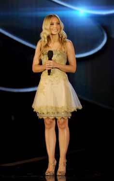 """Kristen Bell at The Do Something Awards"""", Hollywood Palladium Los Angeles (July Kristen Bell And Dax, Bell Image, Stopping Breastfeeding, Perfect Legs, Shape Magazine, Just Jared, Show Photos, American Actress, Something To Do"""