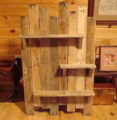 Nice 42 Simple Diy Pallet Shelves Youll Want To Build. - Best Home Decor İdeas Reclaimed Wood Projects, Diy Pallet Projects, Pallet Ideas, Recycled Pallets, Wood Pallets, Pallet Furniture, Rustic Furniture, Rustic Shelving Unit, Berry